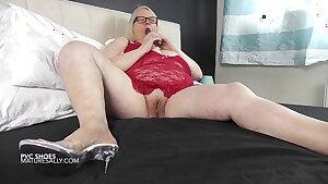 Filthy minded older huge-chested dame pulverizing her minge