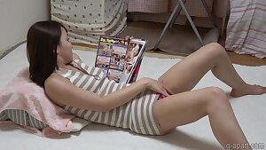 Nonoka Saki jacks while reading a porn magazine