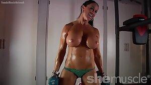 Naked Female Bodybuilder Loves Flashing Off Her Huge Tits
